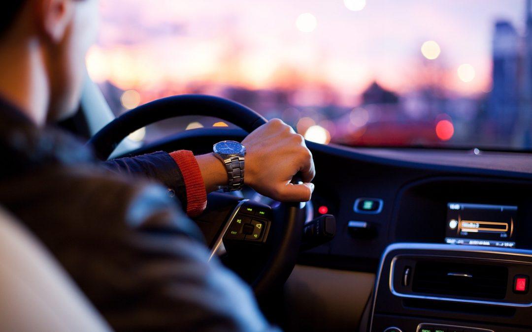 Ventajas de alquilar un coche con conductor