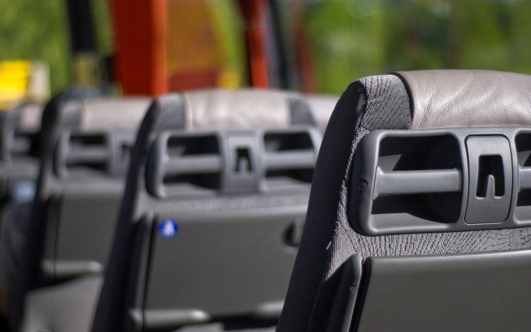 Factores que influyen en el precio de alquiler de un autocar para grupos